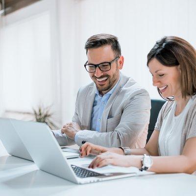 Man och kvinna dator 2