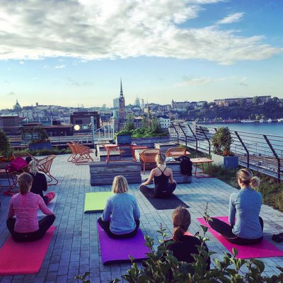 Roof top yoga centigo 2016